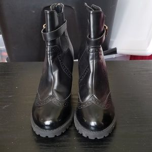 Black size 10 boot with heel